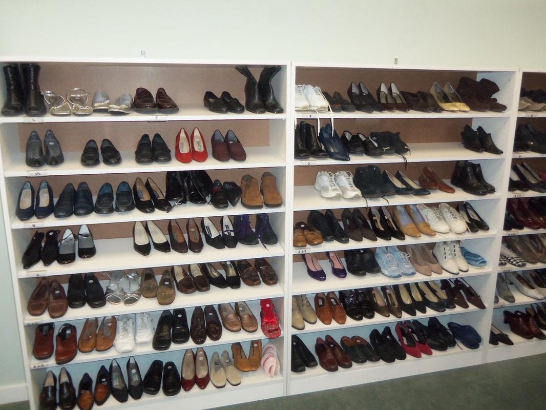 Good Neighbors Shoppe Shoe Rack