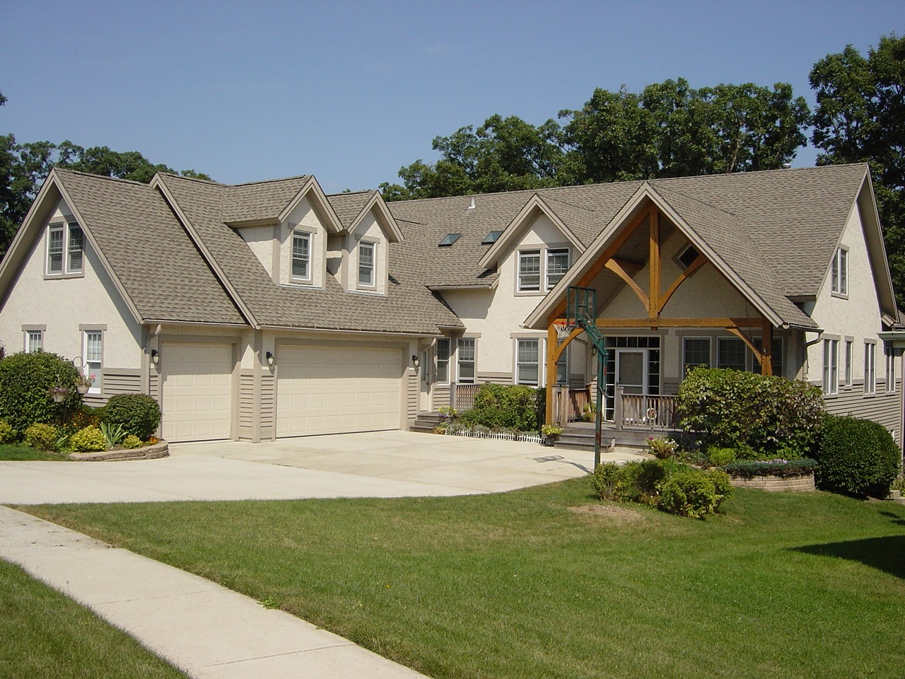 Jamison Custom Homes Front of House and Driveway